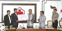 印尼副总统卡拉见证竞博体育APP集团向印尼红十字会捐赠20亿印尼盾书画拍卖善款并致辞
