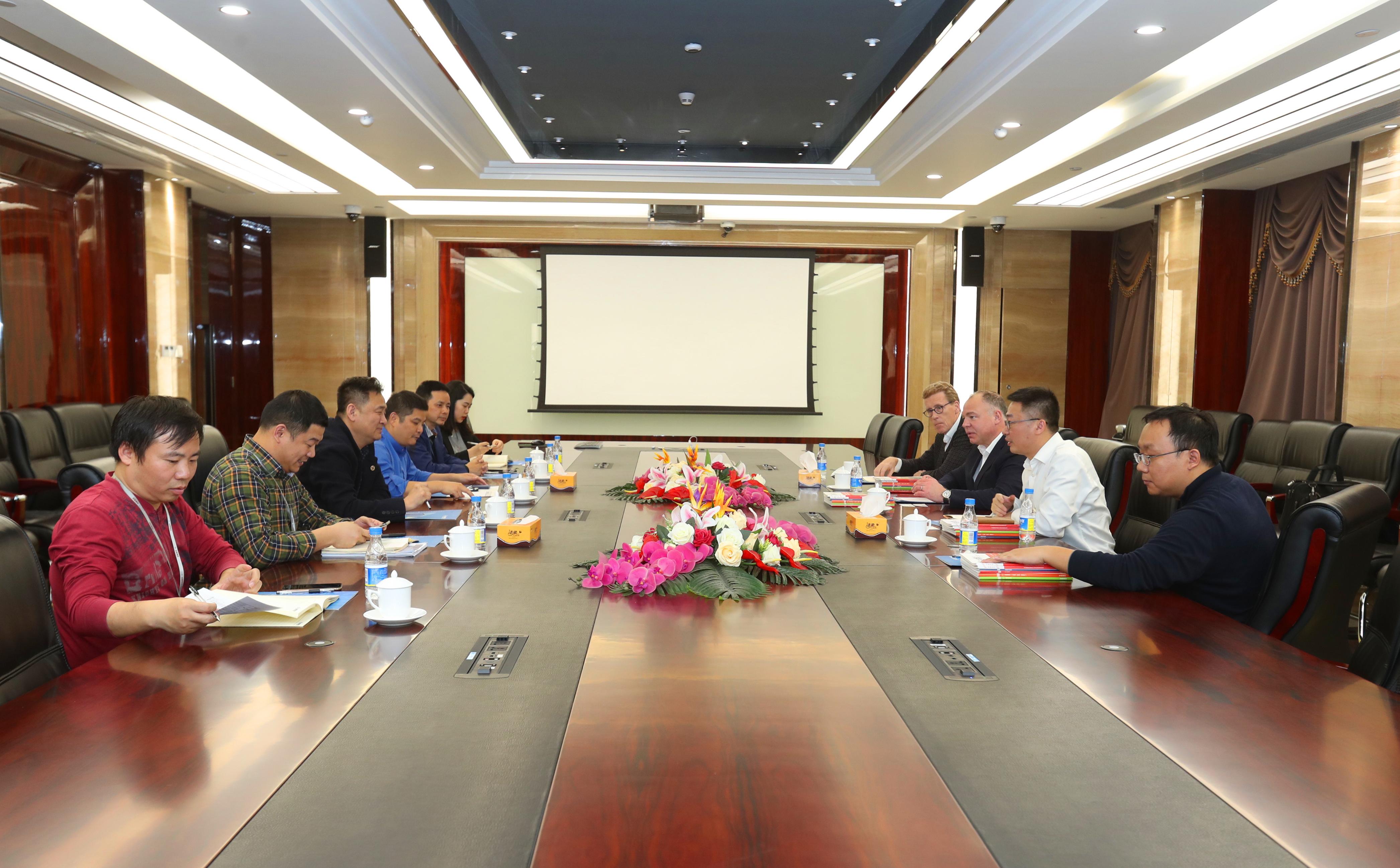荟同学校副主席兼全球总裁唐义恩博士一行到访竞博体育APP集团 共推深圳校区建设